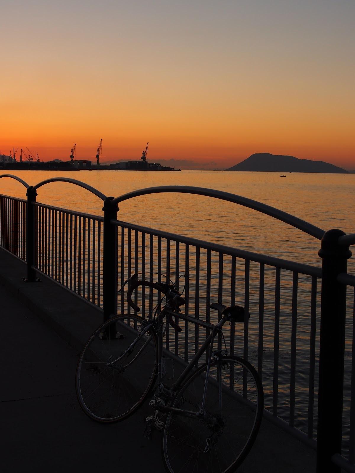 宇多津の臨海公園での1枚。 夕日がきれいでした。