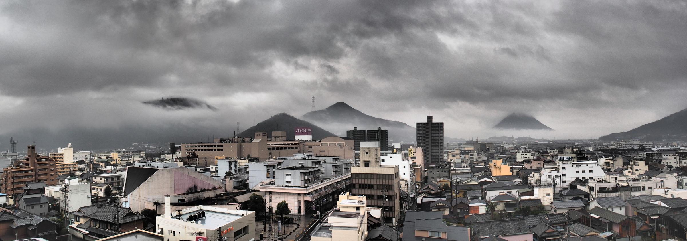 今日は雲が低く幻想的な景色でした。